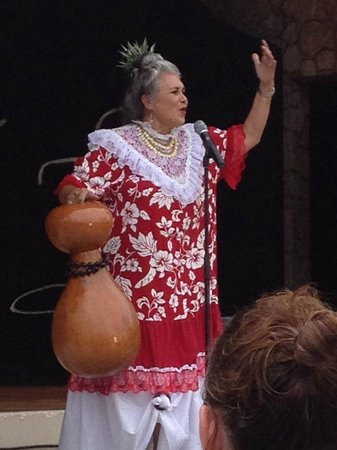 Legends of Hawaii Luau: The Grande Dame - The Value in the Show