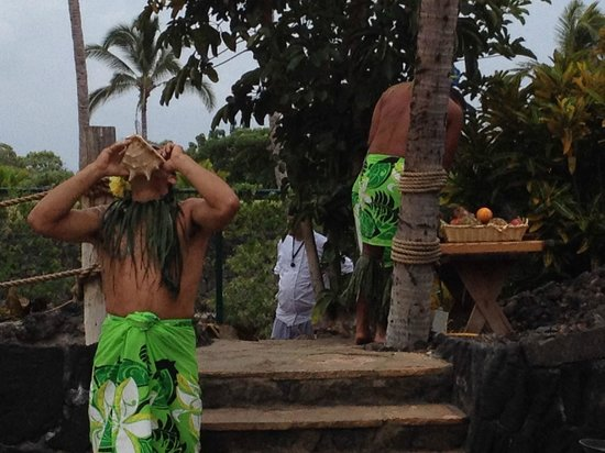 Legends of Hawaii Luau: Blow the Conch