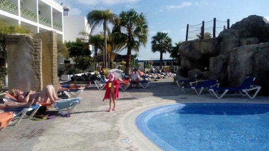 Diverhotel Lanzarote: The pool area