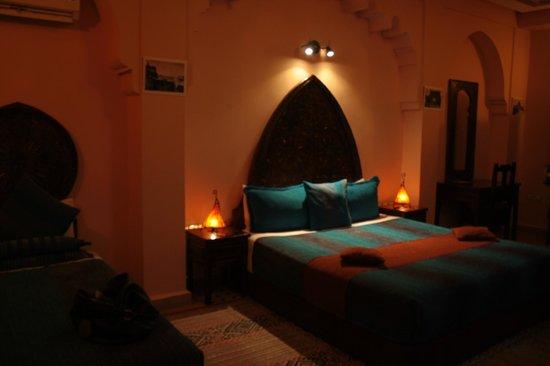 Riad Ahlam : Unsere Suite, Doppelbett und 2 Einzelbetten