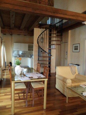 Residenza Grandi Vedute : гостиная, взгляд с дивана