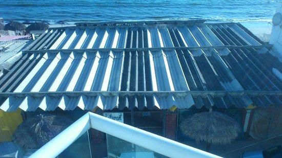 Hotel Suites Nadia Bucerias: room 202 overlooks metal roof