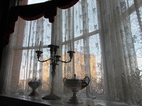 Rosemary & Thyme Restaurant: Window near our table