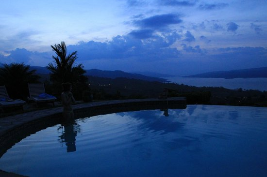 Nepenthe B&B : Evening at the Infinity Pool
