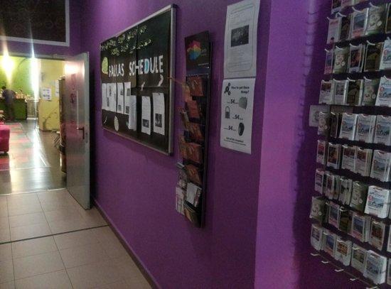 Purple Nest Hostel: 로비에 있는 정보