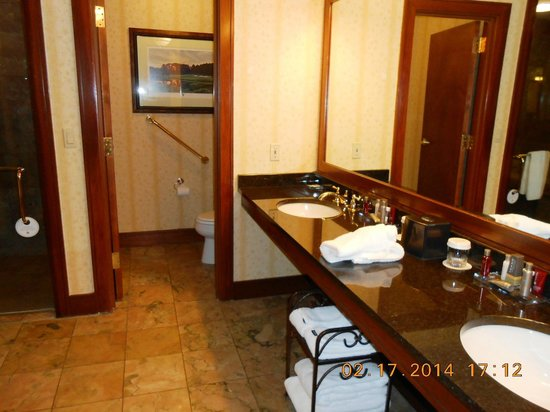 Montgomery Marriott Prattville Hotel & Conference Center at Capitol Hill : Double Sinks