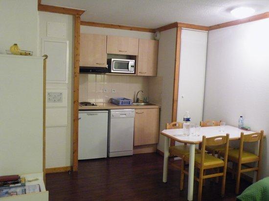 O Sancy Residence: Coin cuisine avec lave-vaisselle