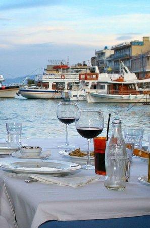 Vritomartes Restaurant: Marina view