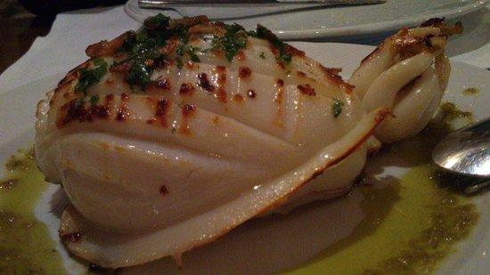 Meson Restaurante La Fresquera : Monster cuttlefish starter, with yummy roast garlic.