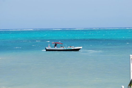 Pelican Reef Villas Resort: Getting picked up for snorkeling