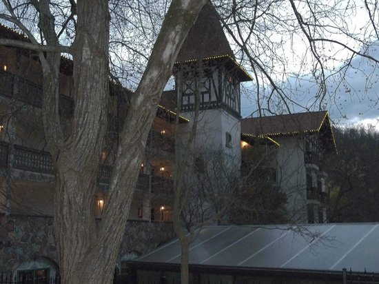 Helendorf River Inn and Conference Center: Outside the grounds