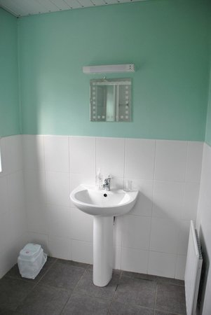 Donegal Town Independent Hostel: Baño privado