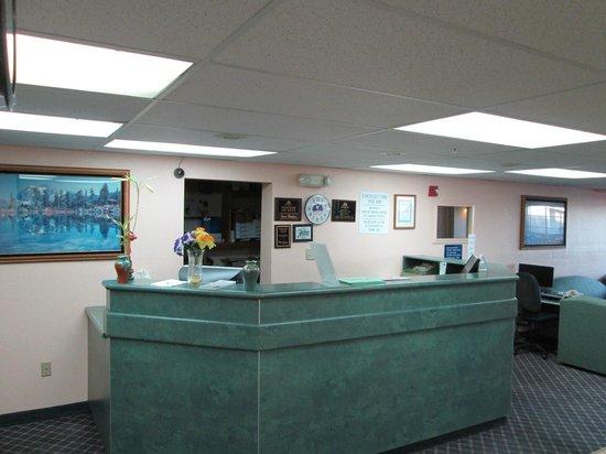 Rodeway Inn & Suites Fallon : Desk