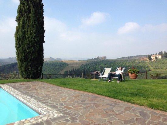 Salvadonica - Borgo Agrituristico del Chianti: Chillin' by the pool
