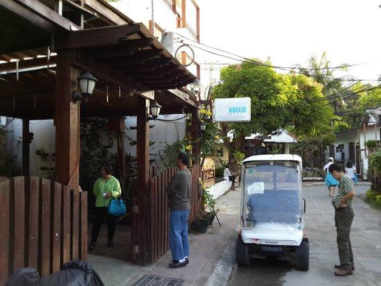 Boracay Breeze Resort: У входа
