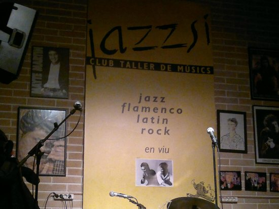 Jazz S' Club/Cafe : The stage is set