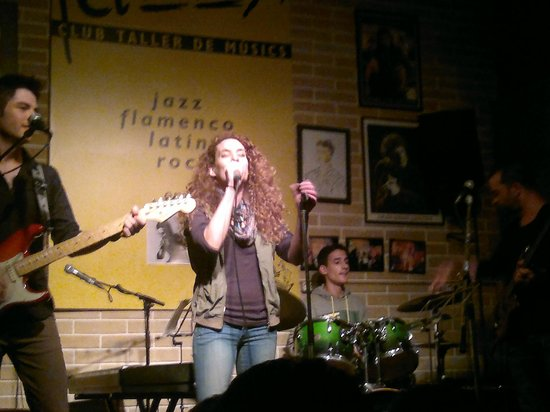 Jazz S' Club/Cafe : Adrenalin rush with Highway to Hell