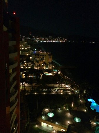 Sunset Plaza Beach Resort & Spa: Night Time View from our balcony