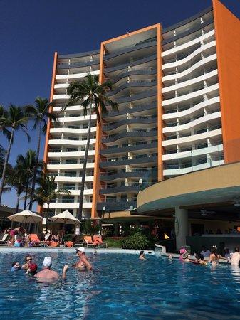 Sunset Plaza Beach Resort & Spa: The resort from the pool bar