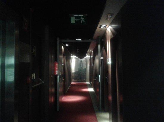 Ayre Gran Hotel Colon: Pasillo