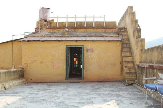 Bhadrajun Fort: Our 'Suite' - is it a lean-to shed?