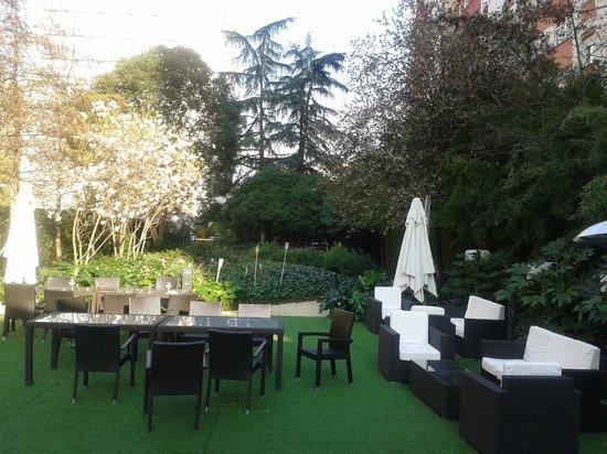 Ayre Gran Hotel Colon: Jardín