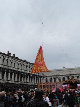 Markusplatz (Piazza San Marco): полет льва