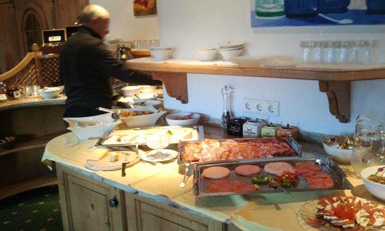 Roggal Hotel Pension: Breakfast variety
