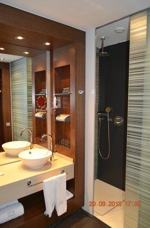 Olivia Plaza Hotel: ванная комната - очень понравилась!