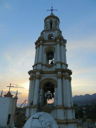 Hotel Italo: Vue du clocher de l'église San Andres Apostol à partir du toît de l'hotel