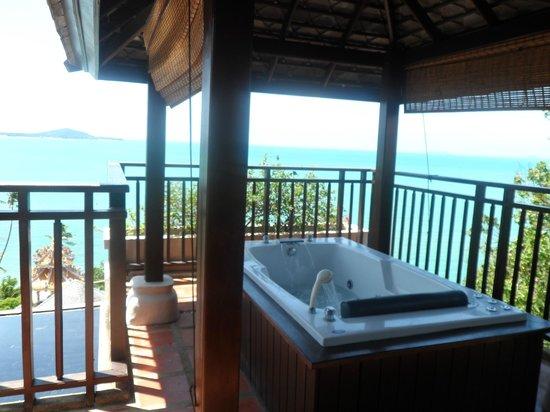 Fair House Villas & Spa: Jacuzzi in my balcony