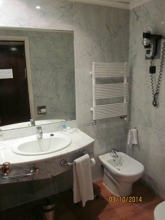 Hotel Agumar: Bathroom