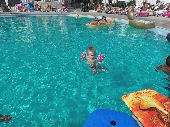 Marelen Hotel: My daughter gained confidence to swim