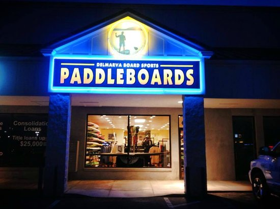 Delmarva Board Sport Adventures: Rehoboth Beach Shop at Night Across from Ruby Tuesdays
