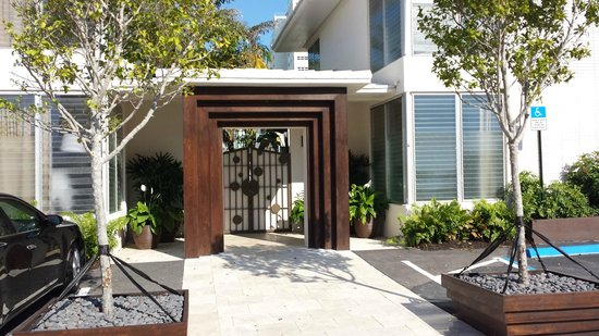 Hotel Lush Royale: iron work gate entry