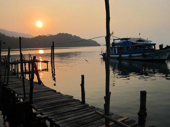 Salakphet Resort: Sunrise outside my room