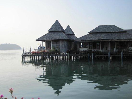 Salakphet Resort: Rooms on the water