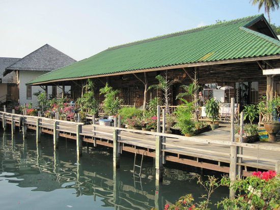 Salakphet Resort: Overlooking the marina
