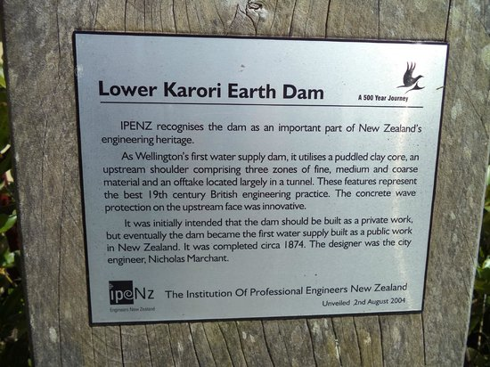 ZEALANDIA Sanctuary: Lower earth dam signage