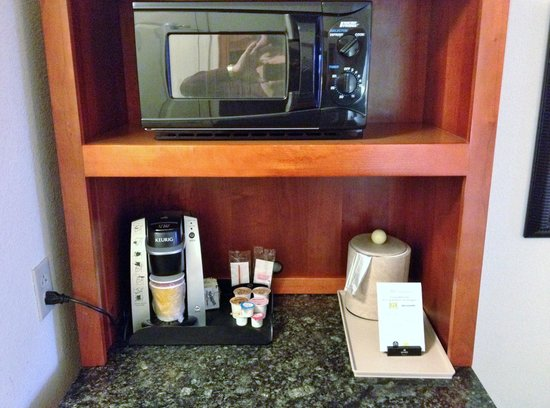 Microwave keurig coffee maker picture of hilton garden inn memphis southaven southaven for Hilton garden inn southaven ms