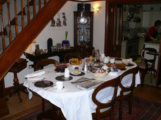 Jessamine Cottage Bed and Breakfast: Breakfast's Ready!