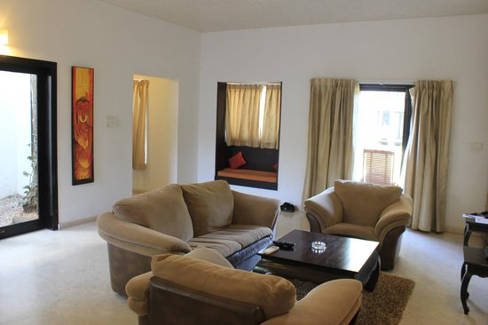 The Windflower Resort & Spa, Mysore: Separate sitting area/living room. Spacious!
