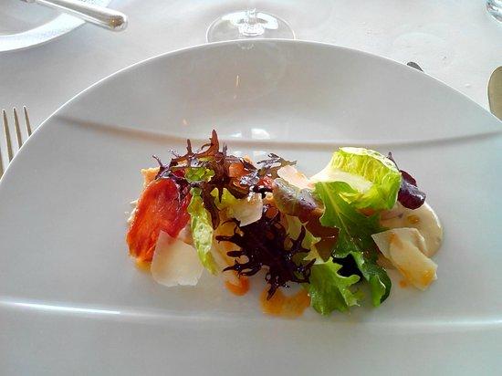 La Marine: salade cesar à la saint jacques