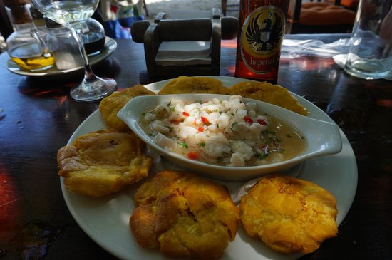 El Ancla: Fish ceviche with plantains