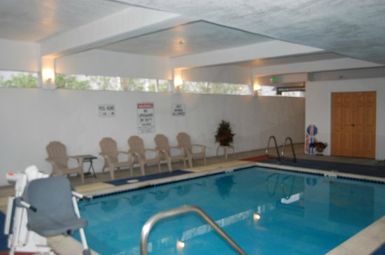 Pleasant Hill Inn : Indoor Heated Pool