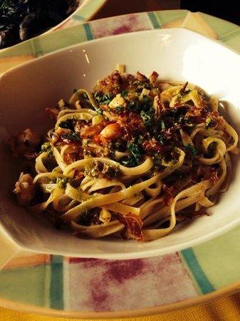 Trattoria Pegaso: Tagliatelle di grano, crema di pistacchi e gamberi...da svenire!