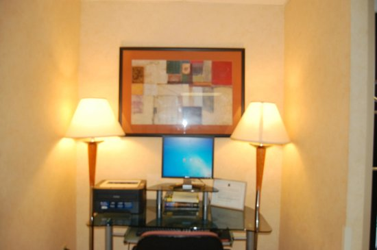 Pleasant Hill Inn : Lobby Computer for Complimentary browsing and printing