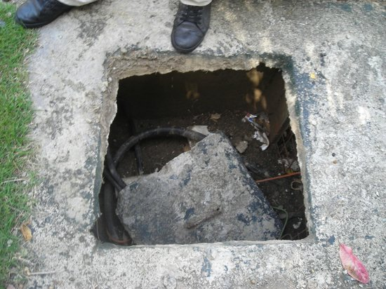 Cofresi Palm Beach & Spa Resort : Unsecured manhole