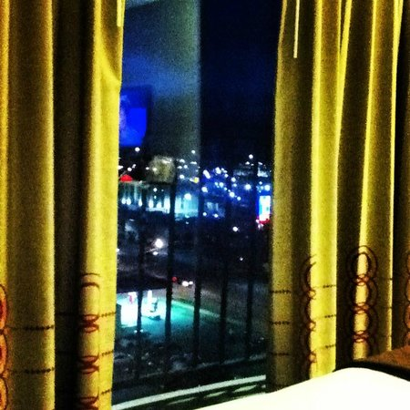 Hotel RL By Red Lion Salt Lake City : nice sunset and city view after dark, west side