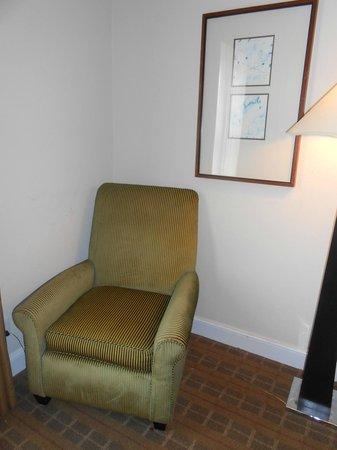 Americas Best Value Inn & Suites-SOMA: Bedroom chair